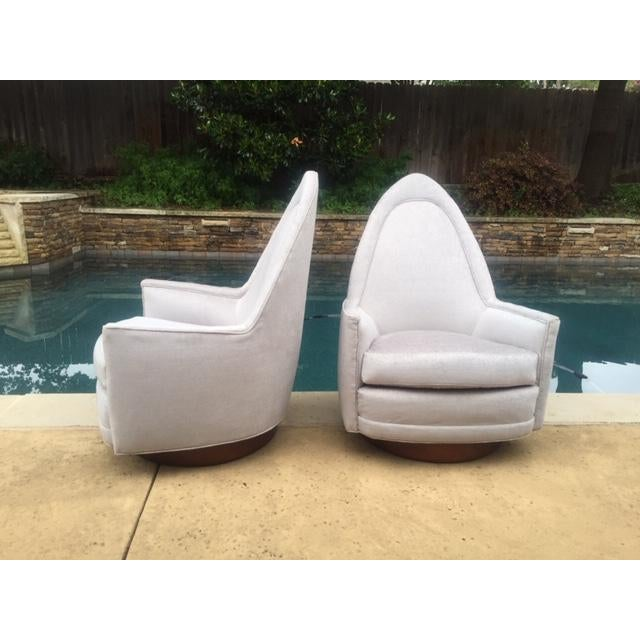1960s A Pair of Vintage Sculptural Memory Swivel Chairs by Selig Imperial For Sale - Image 5 of 12