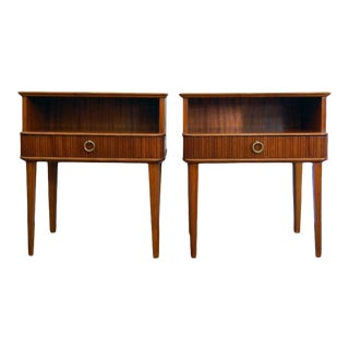 Exceptional Pair of Mahogany Night Stands or End Tables For Sale
