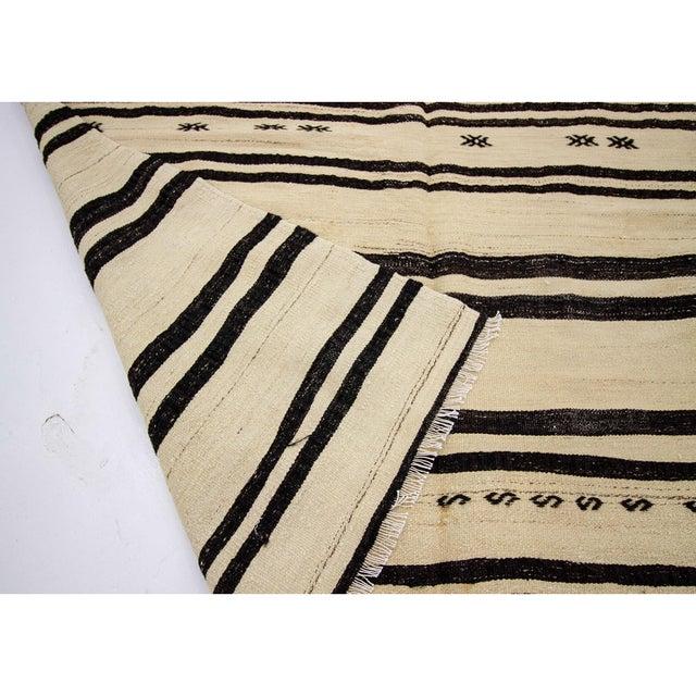 1960s 1960s Vintage Striped Natural Turkish Kilim Rug- 5′6″ × 11′8″ For Sale - Image 5 of 7