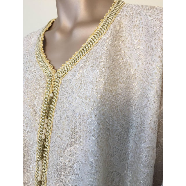 Islamic Moroccan Vintage Caftan in White and Gold Lace 1970s Kaftan Maxi Dress Large For Sale - Image 3 of 9