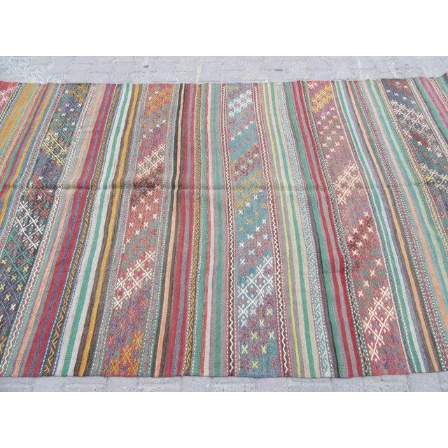 Turkish 1960s Turkish Embroidered Kilim Rug For Sale - Image 3 of 6