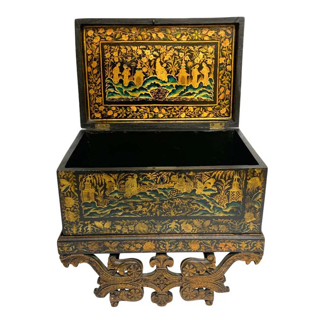 Chinese Export Lacquer Box & Stand, Circa 1820 For Sale