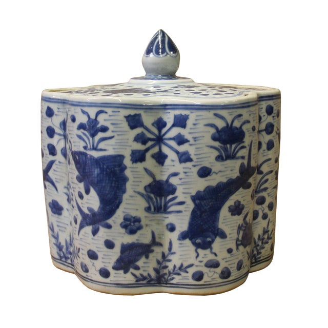 Chinese Blue White Flower Shape Porcelain Fishes Flowers Accent Jar For Sale