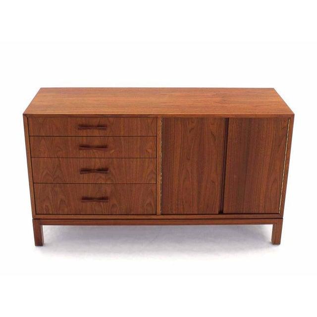 Nice Mid-Century Modern walnut cabinet sideboard.