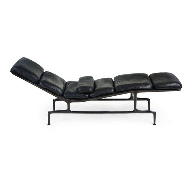 Contemporary Billy Wilder Chaise Longue By Ray Charles Eames For Herman Miller Signed 1988
