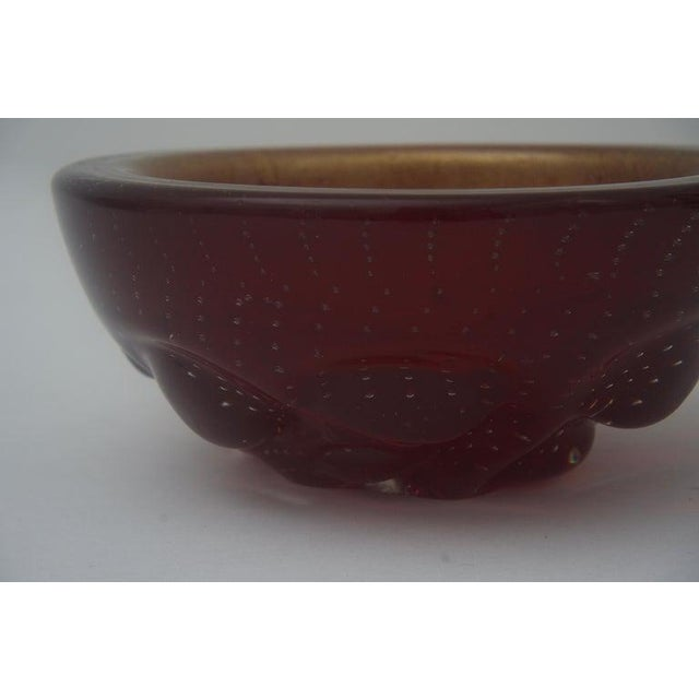 1960s Barovier Et Toso Glass Dish Bowl Gold Flecks Controlled Bubbles Deep Red For Sale - Image 5 of 7