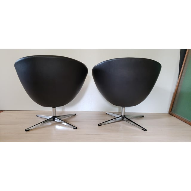 Plastic 1970s Mid Century Modern Overman Swivel Pod Chairs - a Pair For Sale - Image 7 of 13