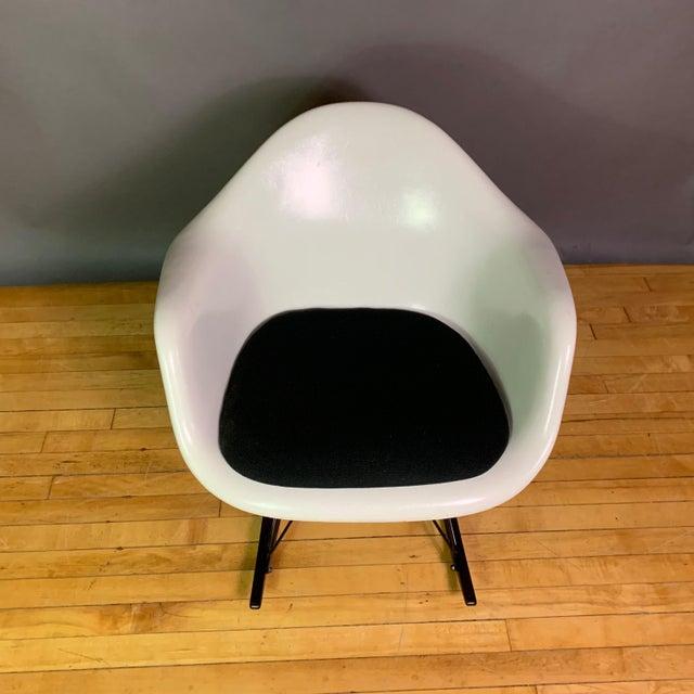 "Charles & Ray Eames ""Rar"" Rocker, Herman Miller For Sale - Image 10 of 11"