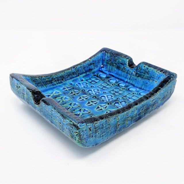 Mid-century modern ceramic ashtray by Aldo Londi for Bitossi/Raymor. In signature Rimini blue, with classic incised...