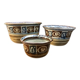 Mid-Century Modern Handmade Wheel Thrown Stoneware Nested Bowls Signed - Set of 3 For Sale