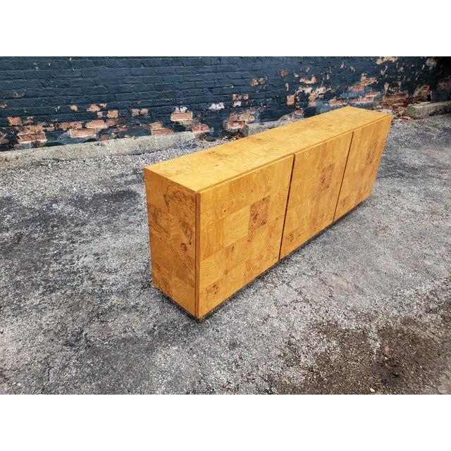 Mid-Century Modern 1970s Milo Baughman Burl and Chrome Credenza For Sale - Image 3 of 12