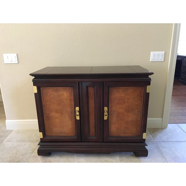 Beautiful Thomasville Buffet/Server, see additional listing for full DR Set. Like New condition.