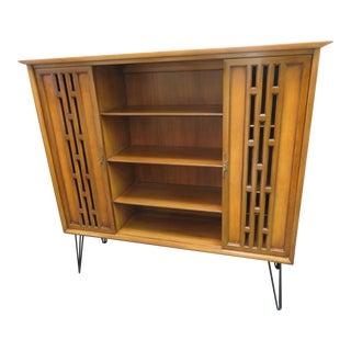 1960s Mid-Century Modern Walnut Curio Display China Cabinet For Sale