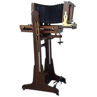 19th Century Old Study Camera in Oak Wood With Height Adjustable and Brake For Sale