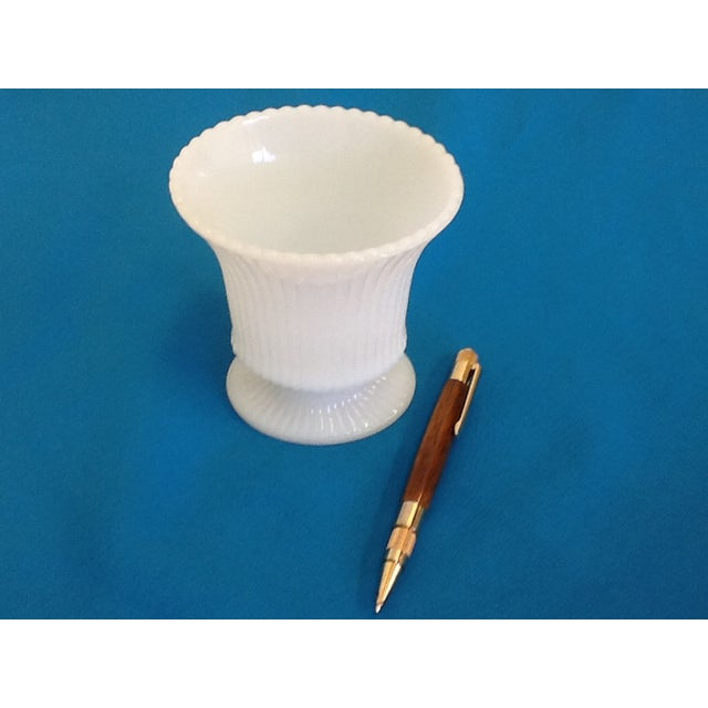 Small Vintage Milk Glass Vase - Image 4 of 5