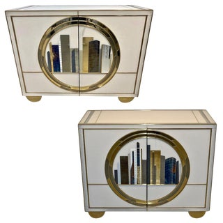 Italian Contemporary Bespoke Ivory Cabinets With New York Blue & Gold Sculpture - a Pair in Showroom For Sale