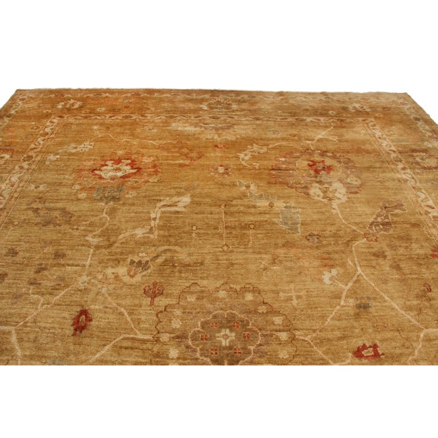 Originating from Nepal, this new floral rug features an homage to an antique Oushak design, hand knotted in high quality,...