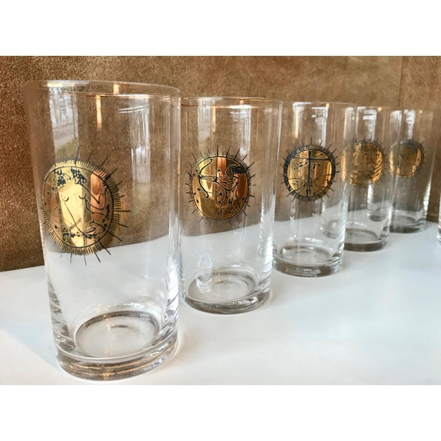 1960s Mid-Century Gold Zodiacal Characters Glassware, Italy 1960s - Set of 8 For Sale - Image 5 of 10