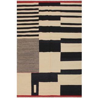 Modern Abstract Kilim Aleen Black Hand-Woven Wool Rug -5′7″ × 8′ For Sale