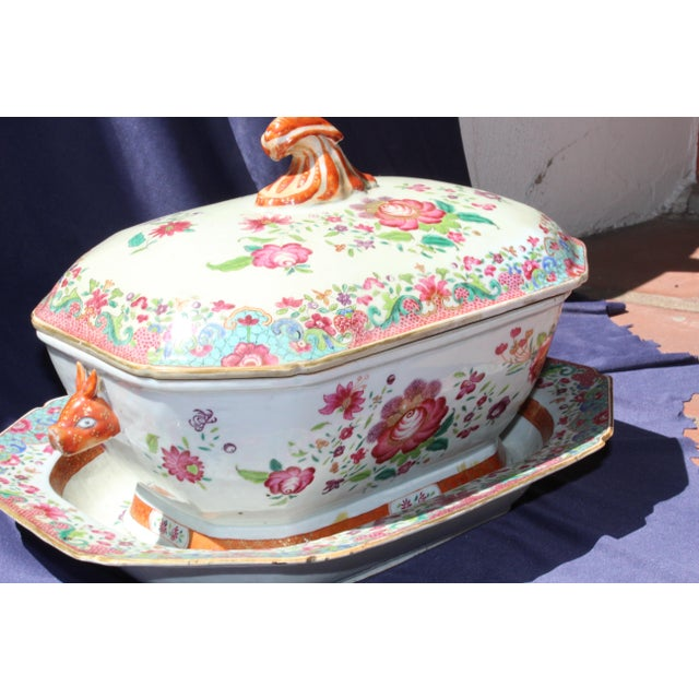 19th century Chinese export tureen. This piece would bring charm to your kitchen or dining area.