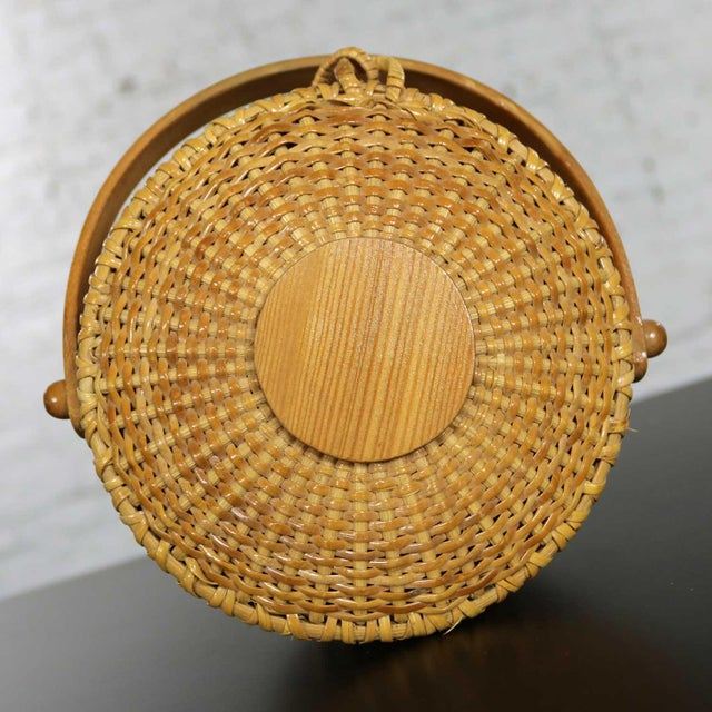 Nantucket Lightship Round Lidded Friendship Basket For Sale - Image 10 of 13