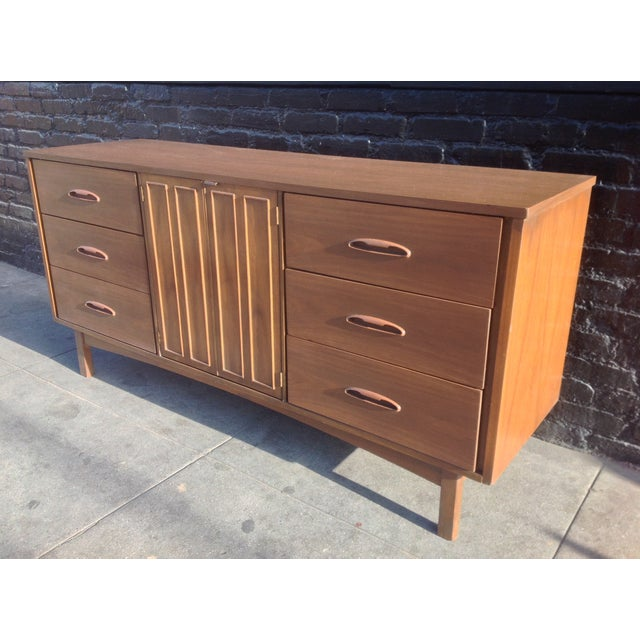 1960's American Mid-Century Dresser - Image 3 of 8
