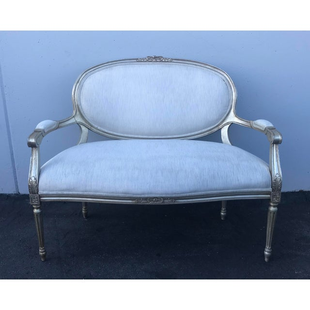 White Late 20th Century Henredon Louis XVI Settee For Sale - Image 8 of 8