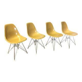 Set of Four Herman Miller Eiffel Base Fiberglass Shell Chairs For Sale