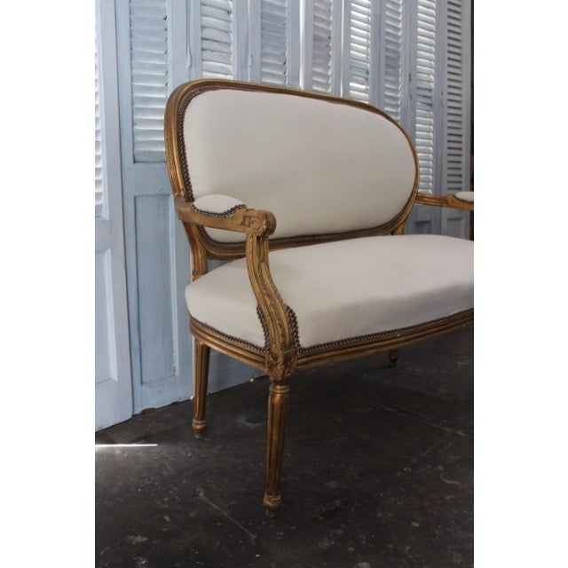 Vintage 20th Century French Louis XVI Style Oval Back Settee For Sale In Atlanta - Image 6 of 9