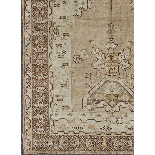 Keivan Woven Arts, kwarugs / MH-10638, This lovely and finely woven antique Turkish Oushak rug (circa 1930) displays a...
