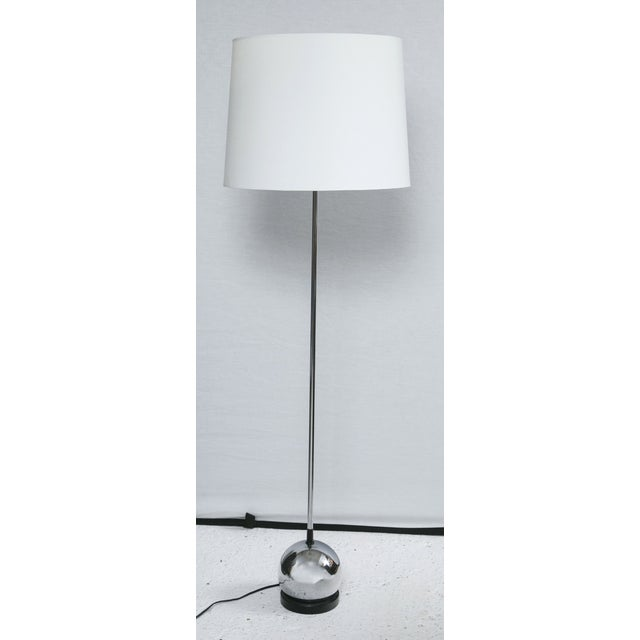 Mid-Century Modern Mid-Century Chrome Ball Base Floor Lamp For Sale - Image 3 of 5