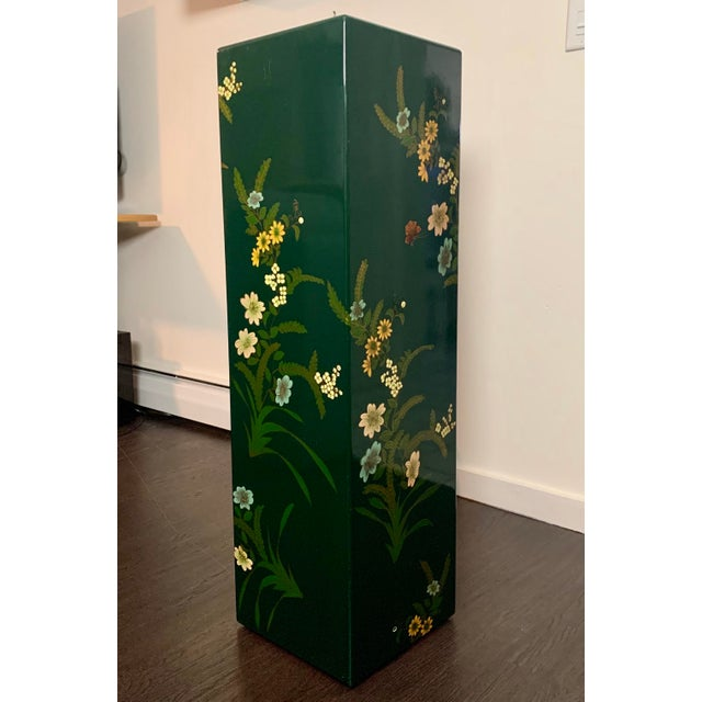Chinoiserie Vintage Hand Painted Lacquered Tall Display Pedestal Stand For Sale - Image 3 of 8