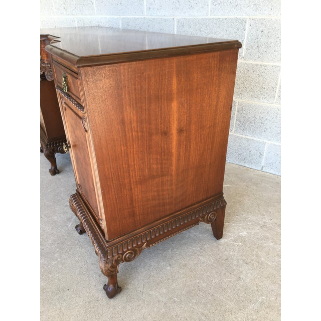 French John Stuart Louie XV Style Solid Walnut Vanity For Sale - Image 3 of 13