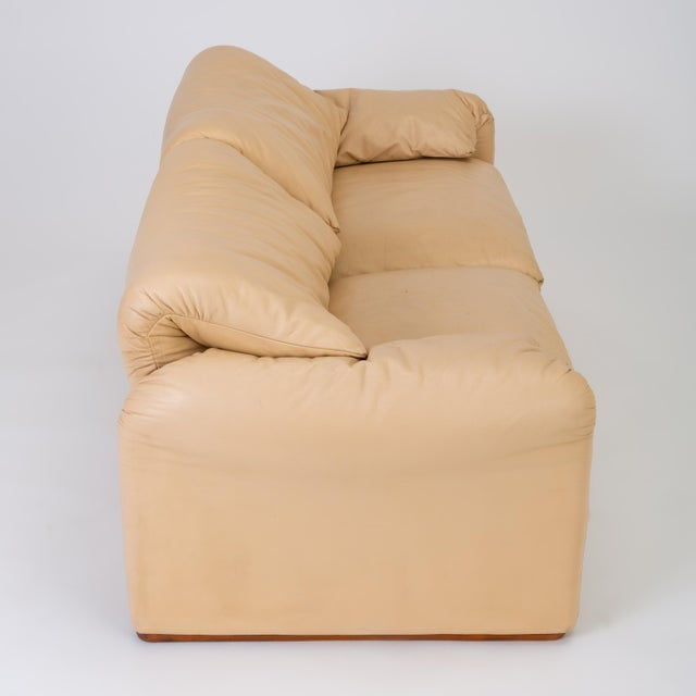 "Leather ""Maralunga"" Loveseat by Vico Magistretti for Cassina For Sale - Image 10 of 13"