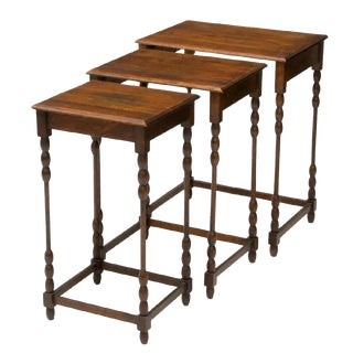 20th Century English Traditional Oak Nesting Tables - Set of 3 For Sale