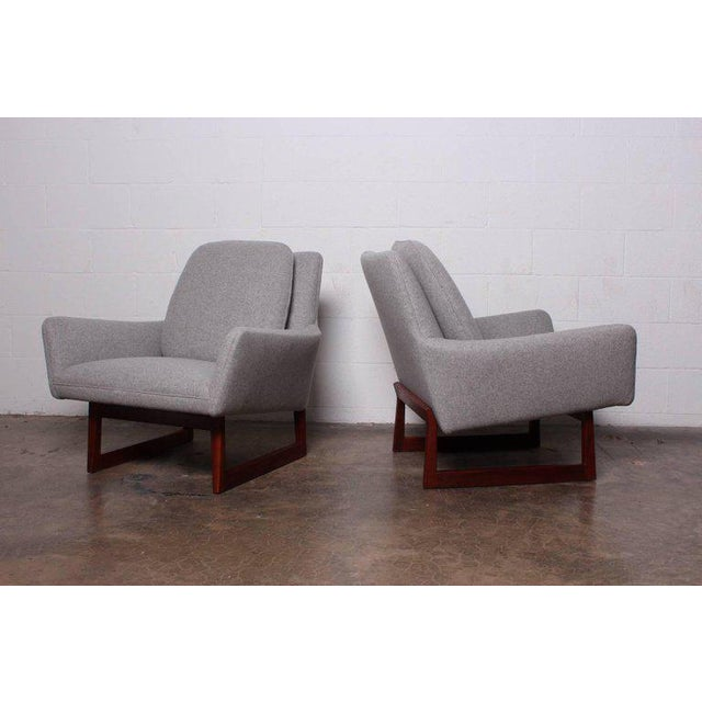 Mid-Century Modern Pair of Lounge Chairs by Jens Risom For Sale - Image 3 of 13