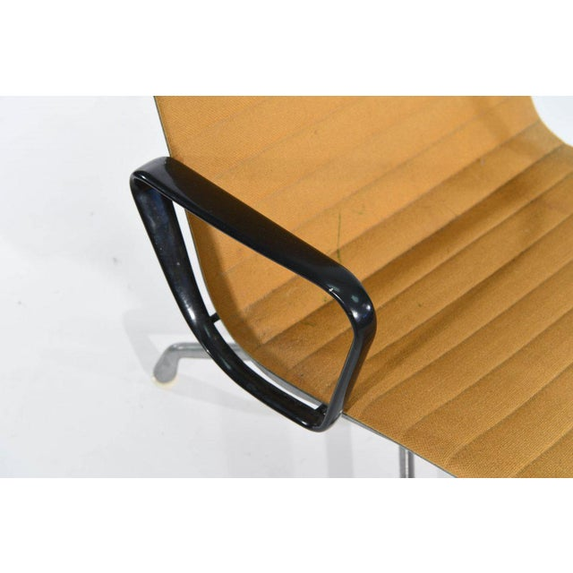 Eames for Herman Miller Aluminum Group Executive Lounge Desk Chair 1980 For Sale In Los Angeles - Image 6 of 9
