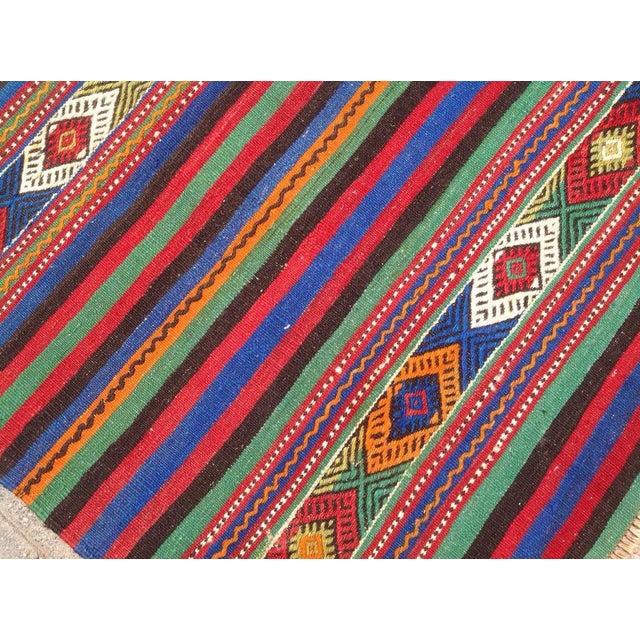 Vintage Turkish Kilim Rug - 4′10″ × 8′4″ For Sale - Image 5 of 6