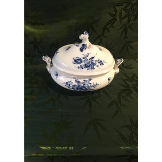 Early 20th Century Rear Old German Meissen Blue Rose Pattern Oval Tureen With Lid - a Pair Preview