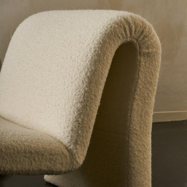 Textile Pair of Curvy Sculptural Lounge Chairs in Ivory Boucle For Sale - Image 7 of 11