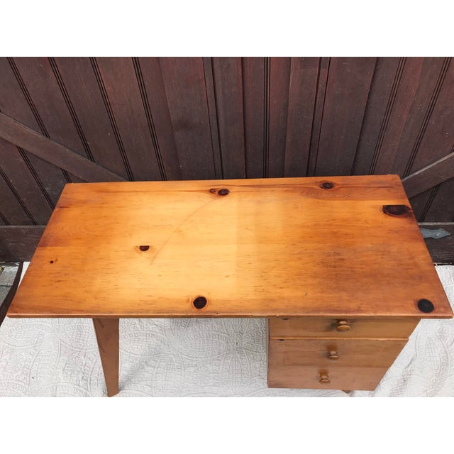 Modern Paul McCobb Planner Series Pine Desk For Sale - Image 3 of 11