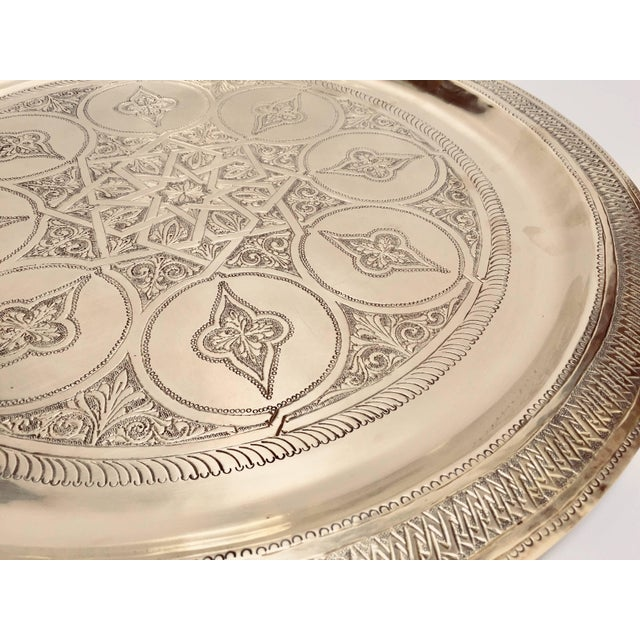 Moroccan Polished Round Brass Tray For Sale In Los Angeles - Image 6 of 13