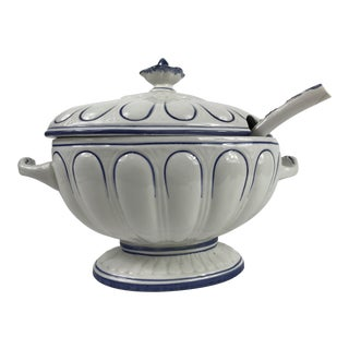 1960s English Traditional Blue and White Porcelain Soup Tureen - 3 Pieces For Sale