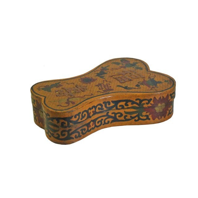 Chinese Distressed Yellow Lacquer Chinoiserie Ribbon Shape Treasure Box For Sale - Image 4 of 6