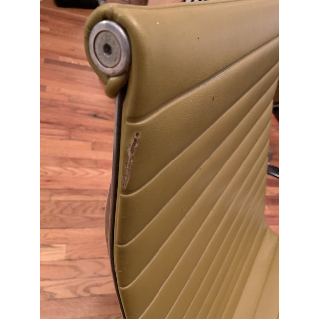 1950s Vintage Eames Olive Green Swivel Lounge Chairs- A Pair For Sale In New York - Image 6 of 8