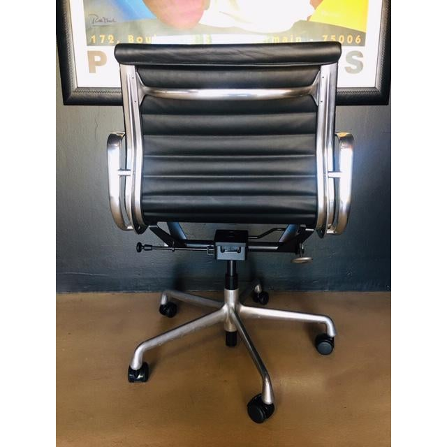 Like new, original Eames Management Chair,. Production by Herman Miller in 2007. Original Price in 2007 was $1500 per...