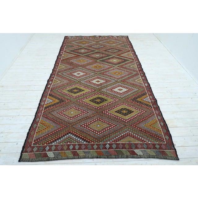 "Textile Vintage Turkish Kilim Embroidered Rug-5'10'x11'3"" For Sale - Image 7 of 13"