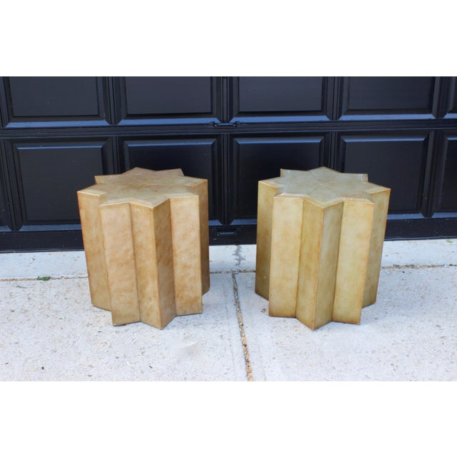 Vintage Henredon = Hollywood Regency glam. This pair most certainly affirms this. Gorgeous side tables for so many spaces....
