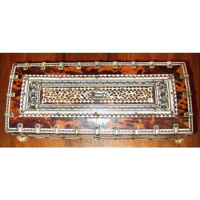 19c Anglo Indian Vizagapatam Bone and Shell Glove Box For Sale In Dallas - Image 6 of 7