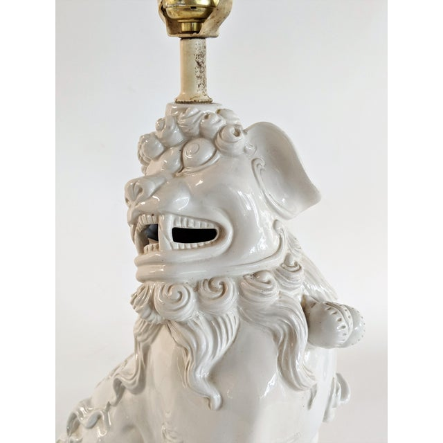 Asian Ceramic Foo Dog Table Lamp For Sale - Image 9 of 13